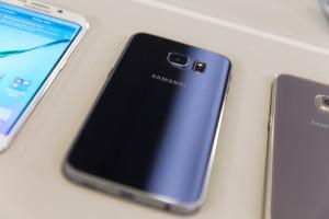 Черный Samsung Galaxy S6 Edge: задняя панель
