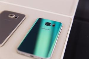 Зеленый Samsung Galaxy S6 Edge