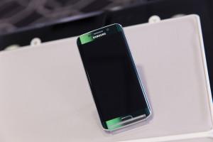 Черный Samsung Galaxy S6 Edge