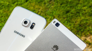 Galaxy-S6-Edge-vs-Huawei-P8-5-4